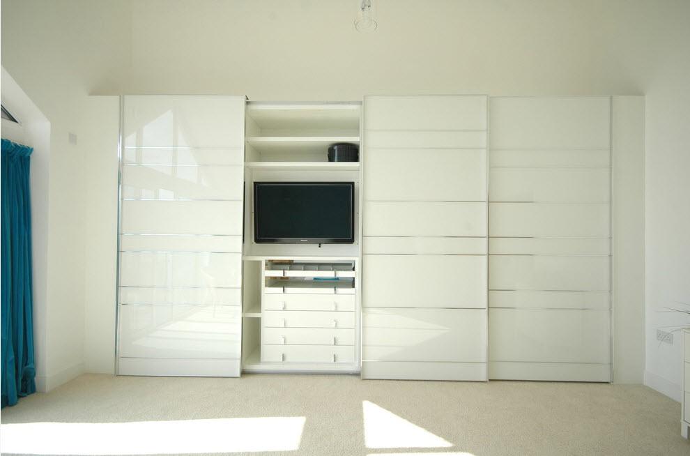Видео-зона в шкафу