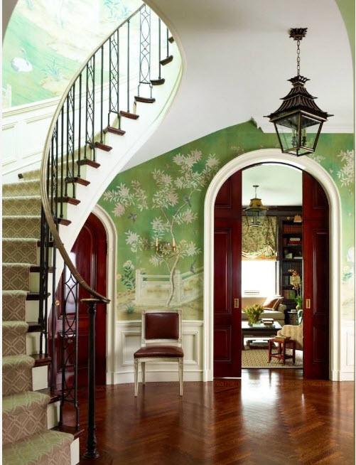 Пространство возле лестницы
