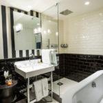 Черно-белая ванная комната: тонкости дизайна