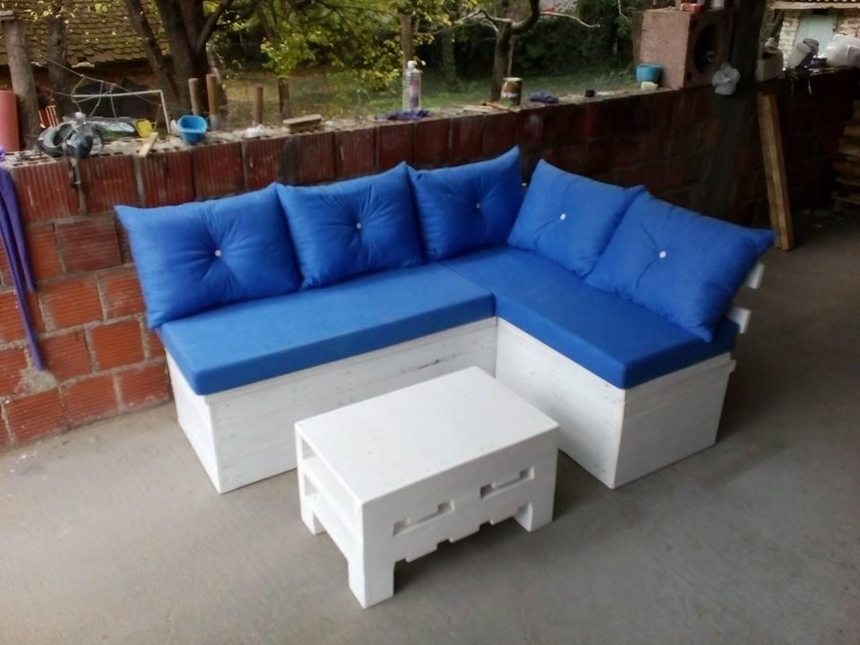 Бело-синяя композиция