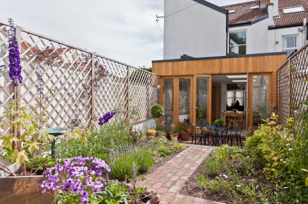 Забор и вьющиеся растения