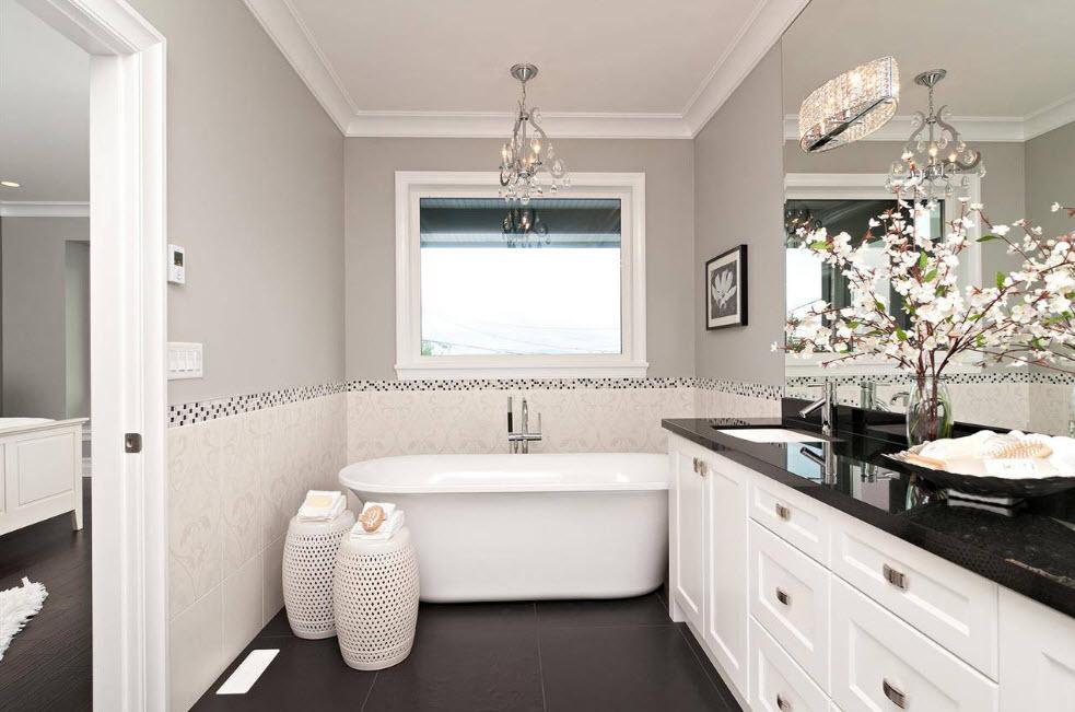 Темный пол в светлой ванной