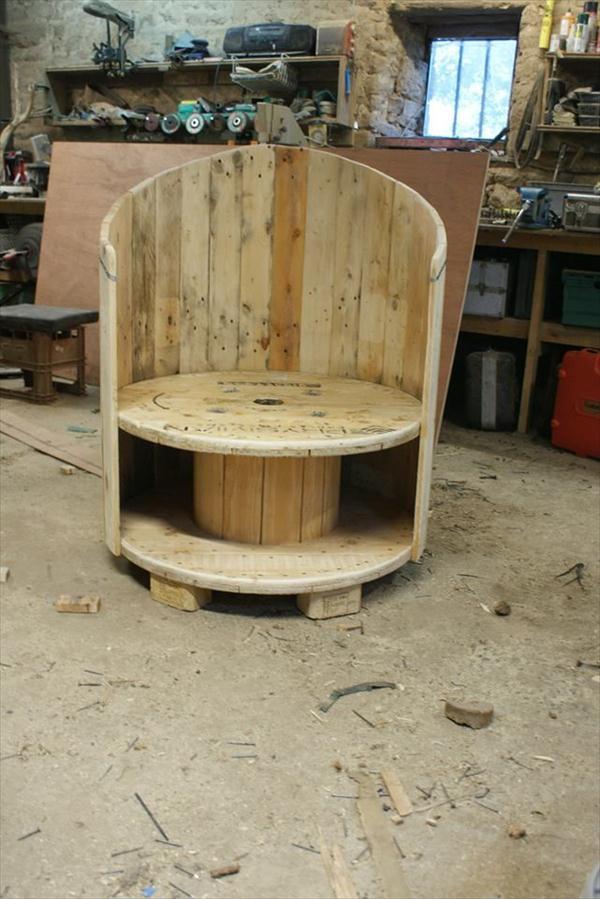 Из деревянной катушки