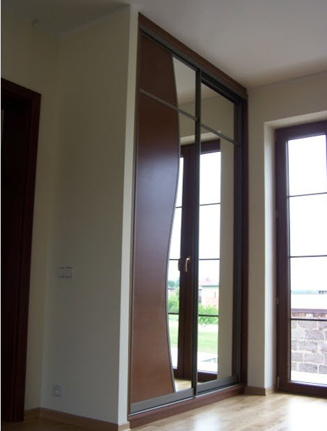 Шкаф для прихожей с высоким потолком