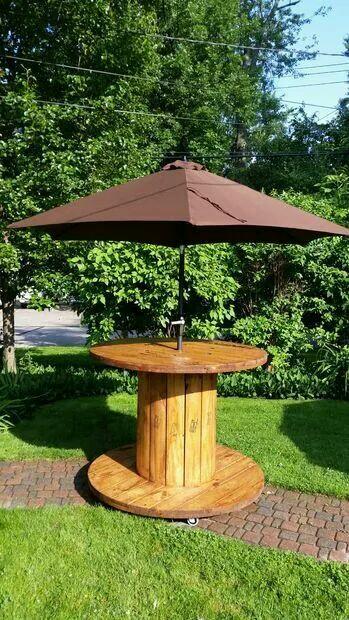 Стол с зонтиком