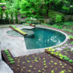 Бассейн на дачном участке – доступная роскошь