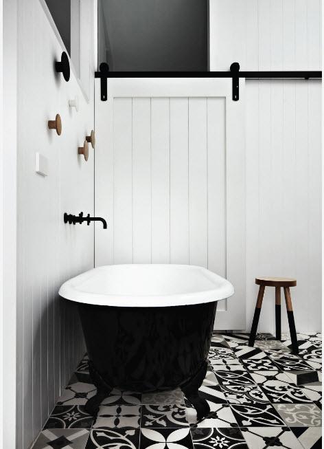 Ванная с черным фасадом