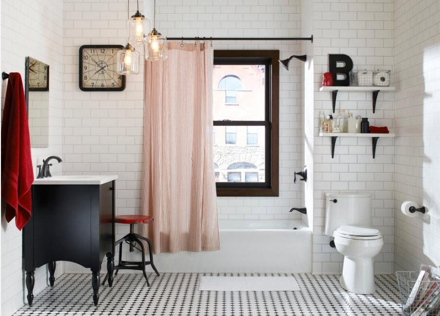 Просторная ванная в белом цвете