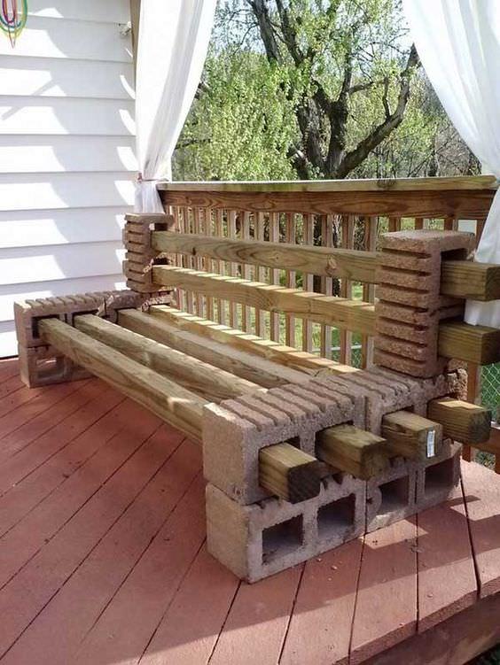 Скамейка из бруса и блоков