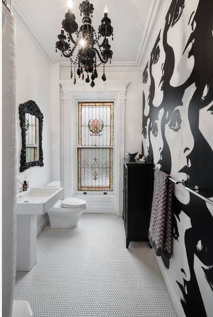 Оригинальная черно-белая ванная комната