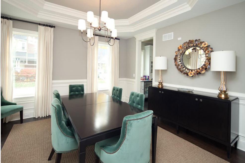 Столовая с контрастной мебелью