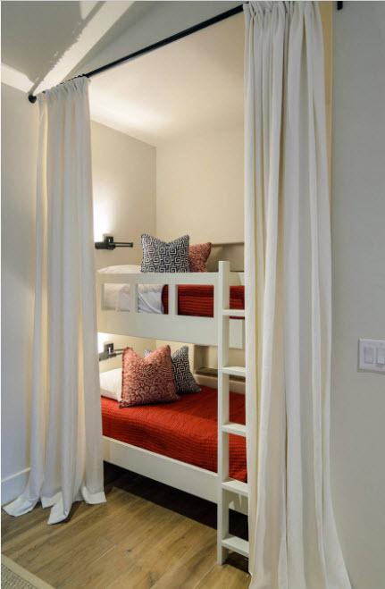 Спальные места за шторами