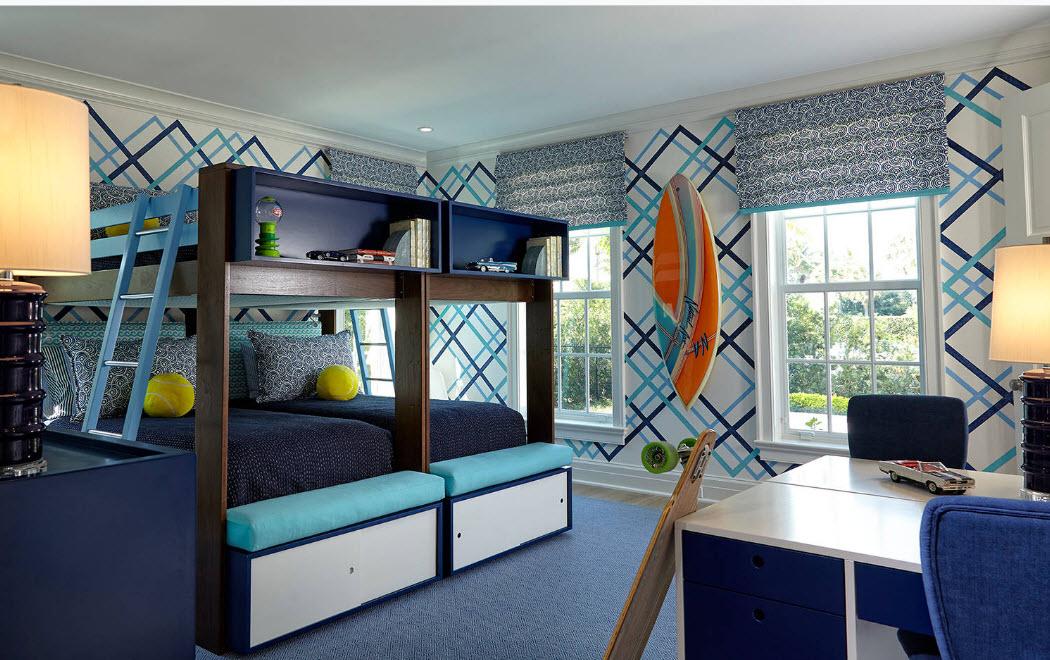 Яркая двухъярусная кровать