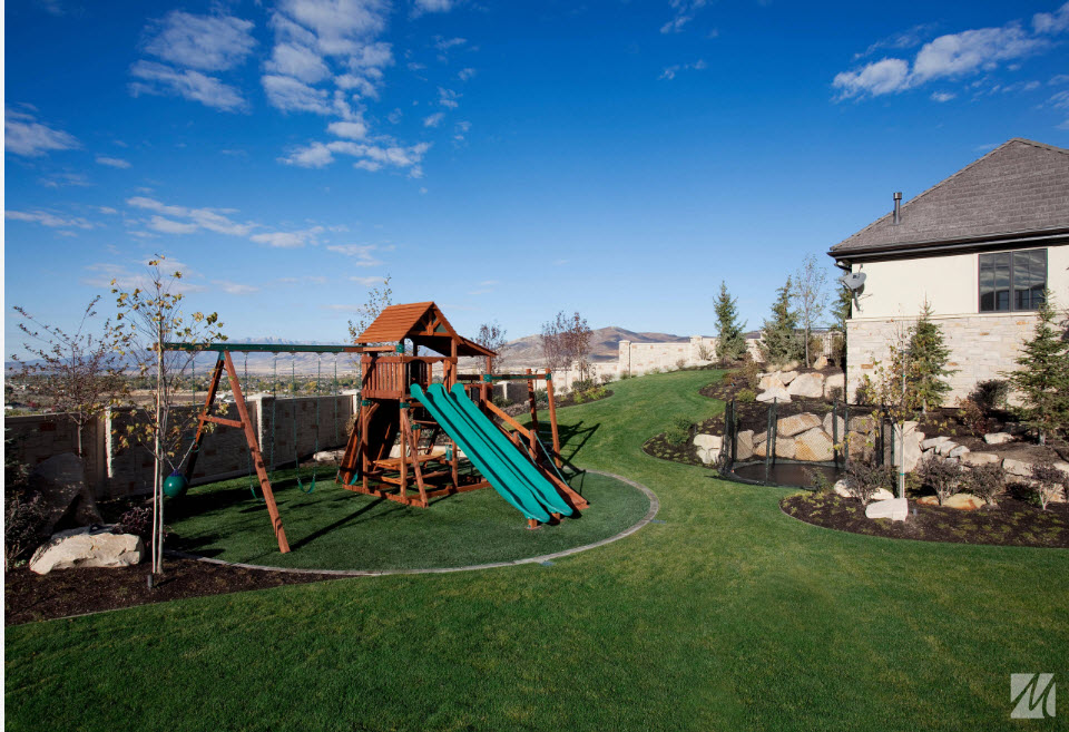Игровая площадка для загородного дома