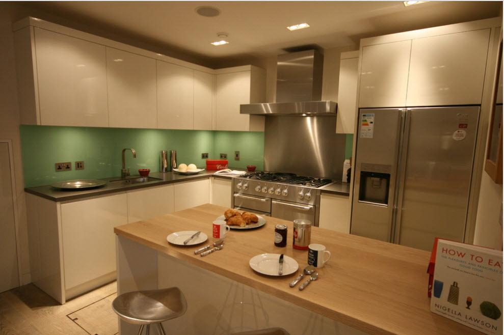 Акцент на кухонный фартук