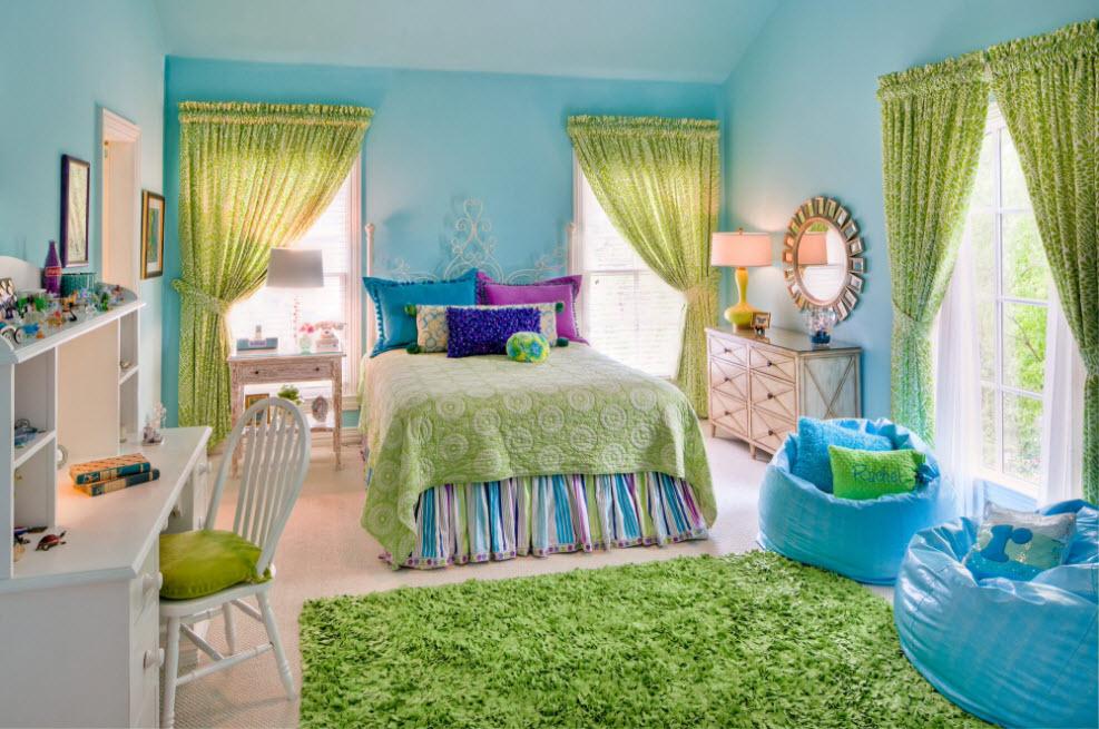 Дизайн яркой спальни