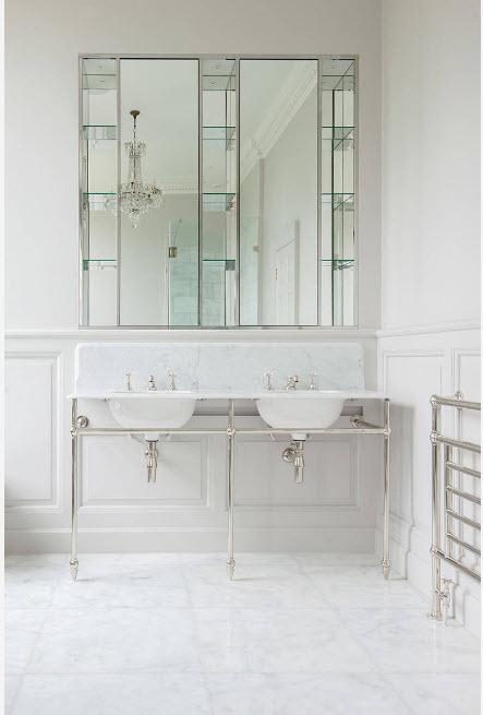 Светлые поверхности ванной комнаты
