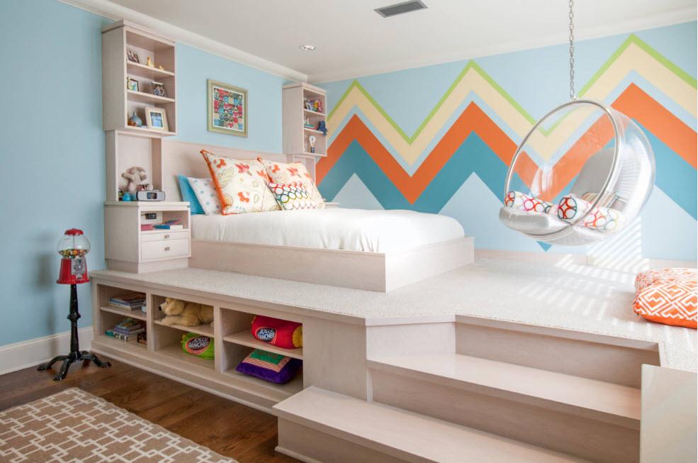 Спальня с постаментом