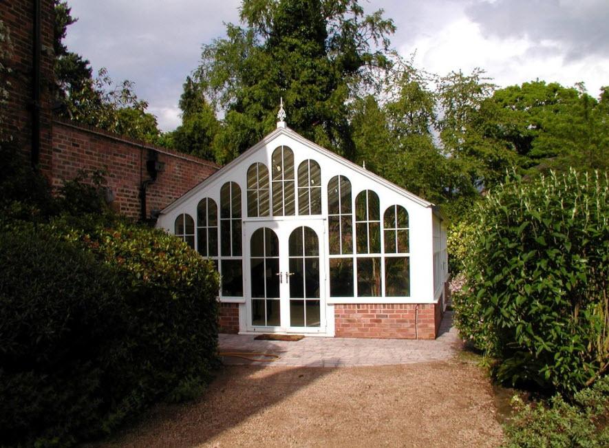 Белоснежно-стеклянный фасад