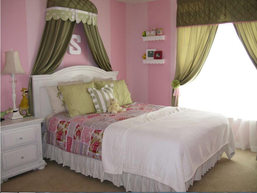 В девичьей спальне