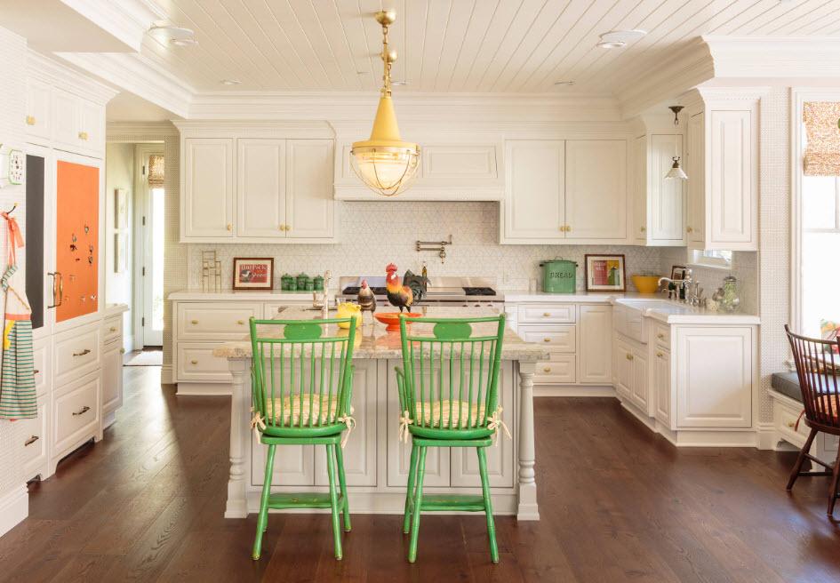 Светлое кухонное пространство