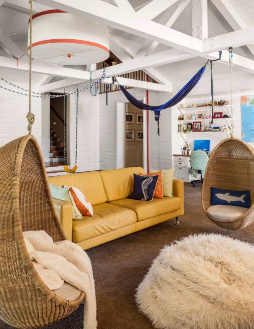 Подвсеные кресла в гостиной