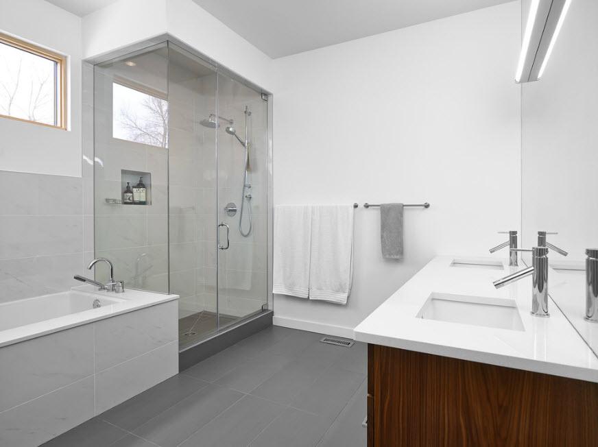 Кабина для просторной ванной