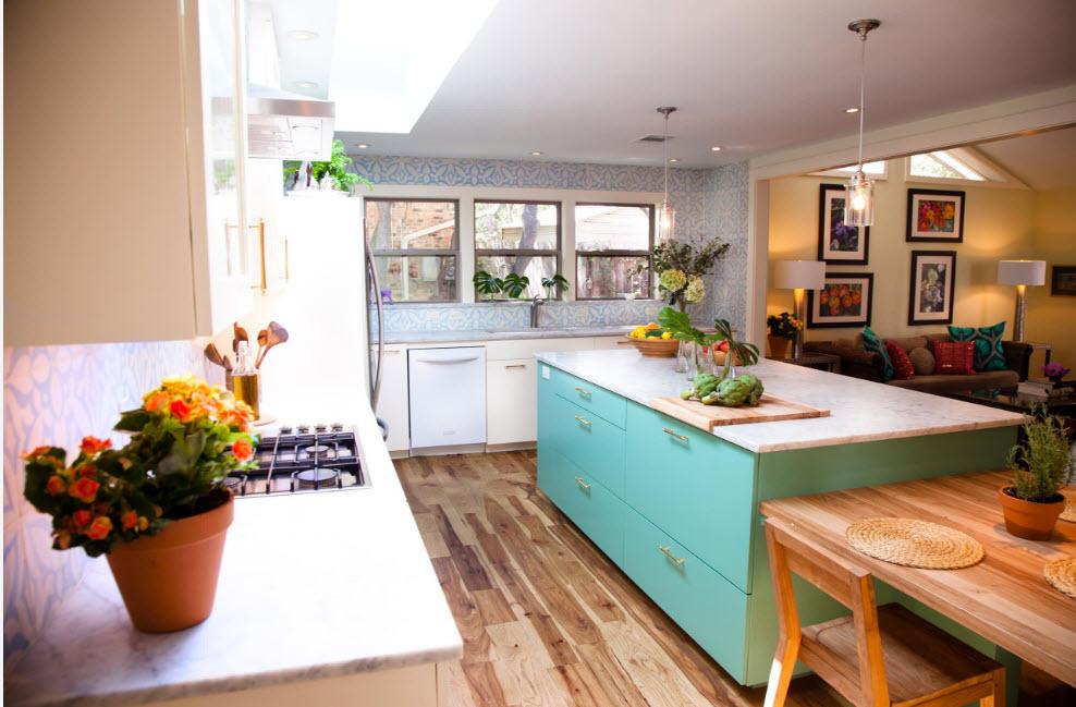 Кухонный остров в мятных тонах
