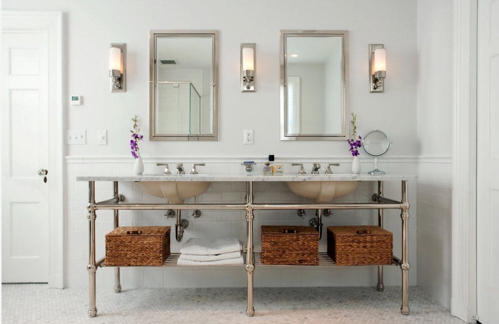 В ванной с двумя раковинами