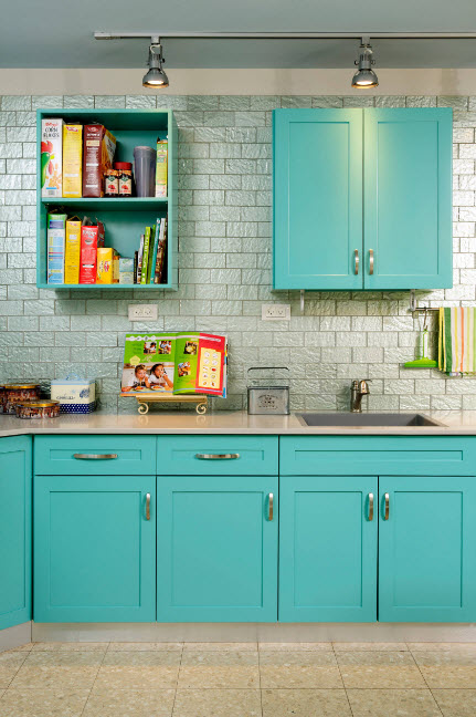 Яркие кухонные фасады