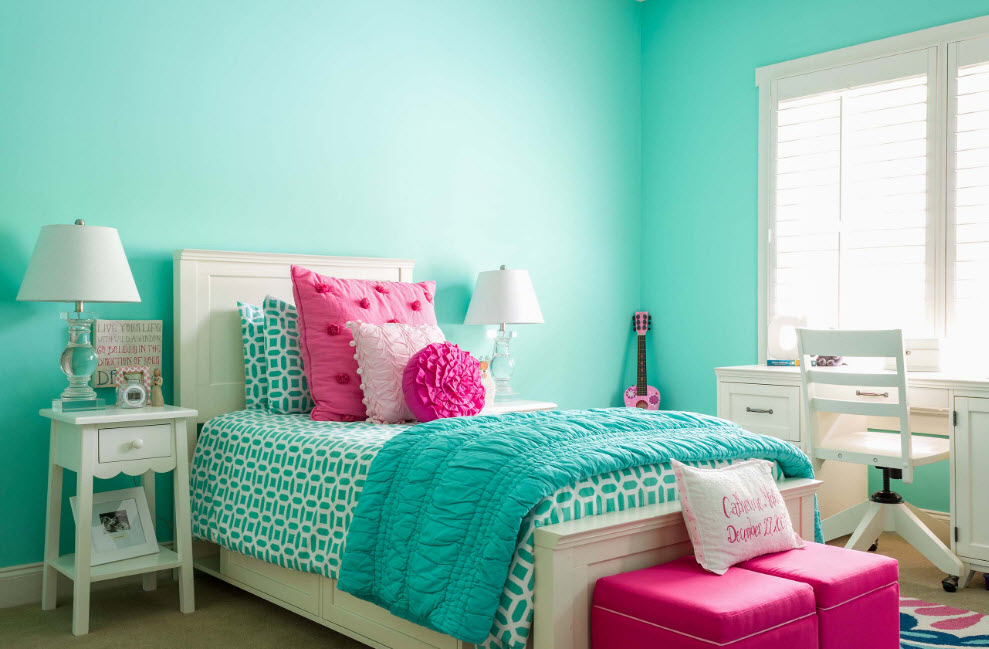 Яркая спальня для девочки