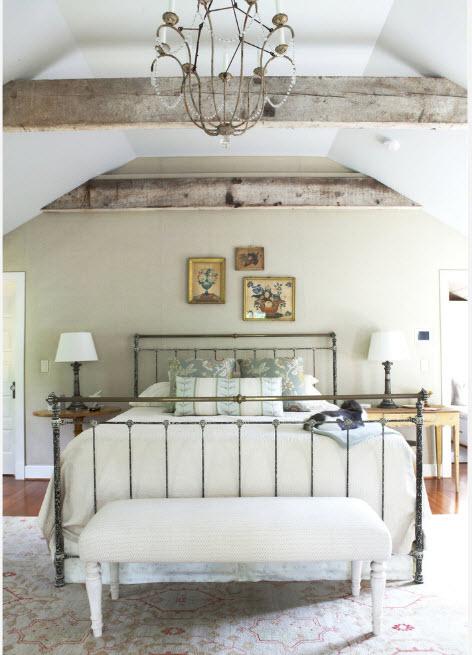 Акцентная кровать