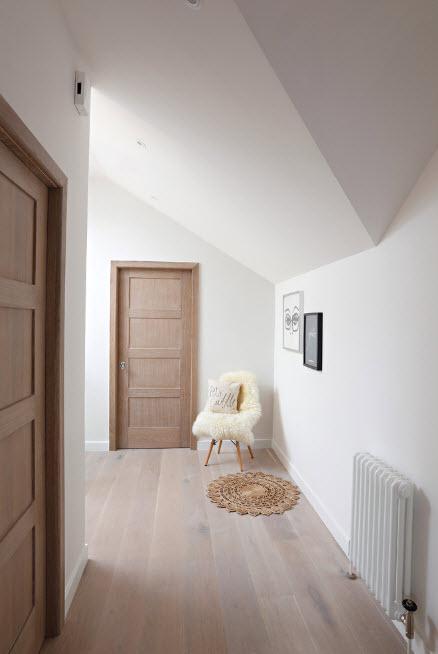 Дверные полотна из светлого дерева