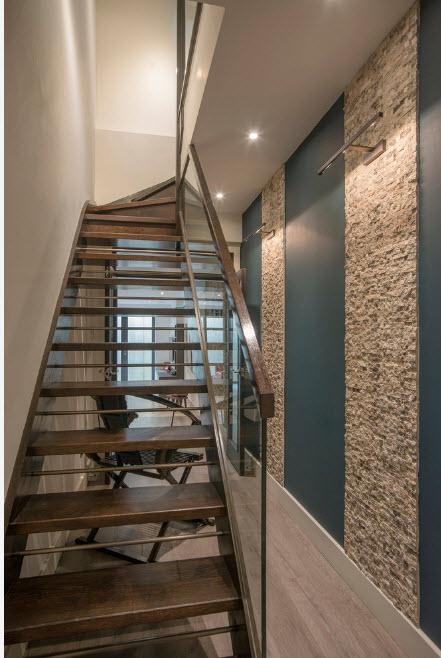Стеклянная защита лестницы