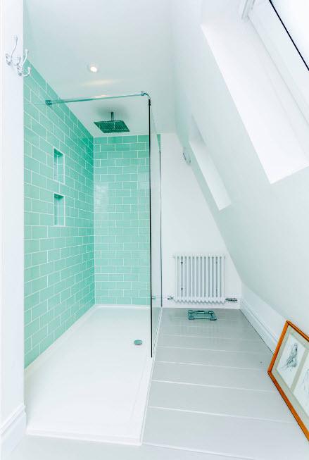 Дизайн ванной в мансардном помещении