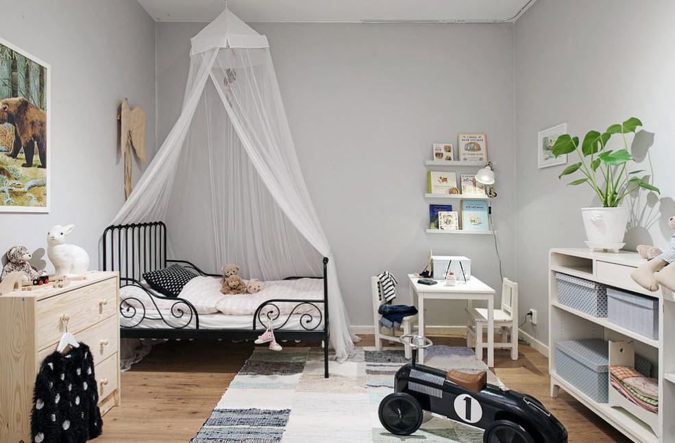 Черная кровать в детской