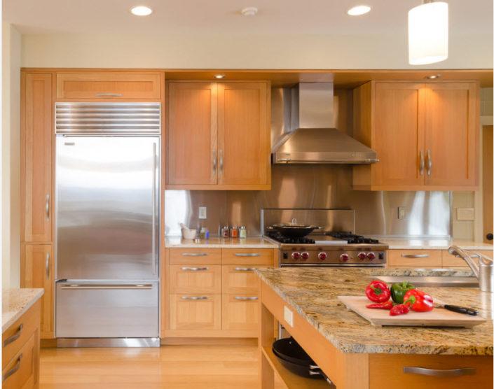 Холодильник в дизайне современной кухни