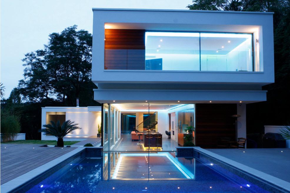 Дом с оригинальной подсветкой