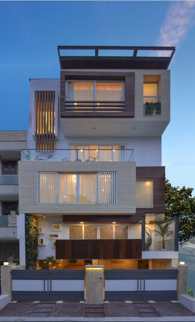 Узкий и высокий дом