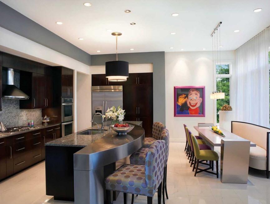 Обстановка просторной кухни