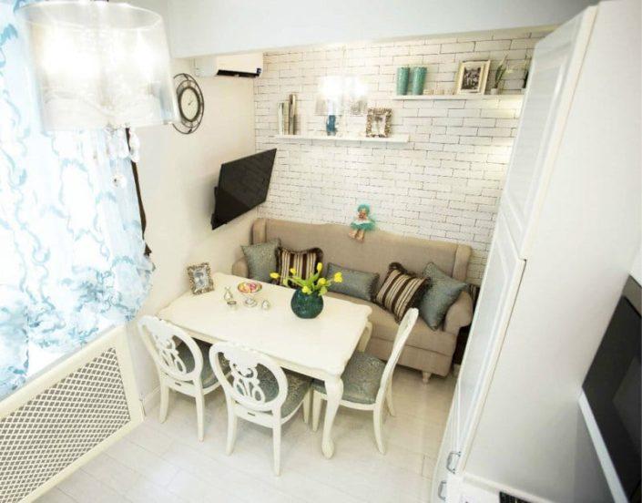 Кухонный интерьер с диваном