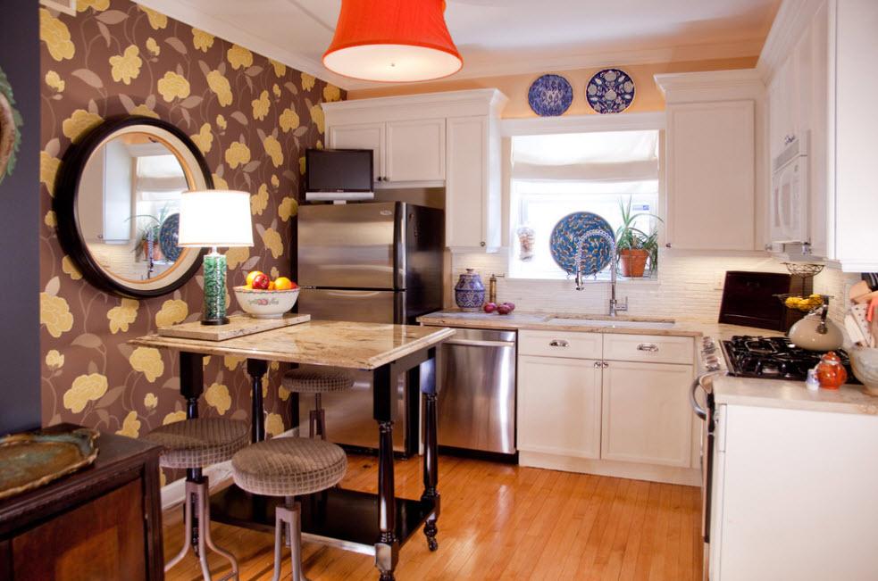 В небольшой кухне