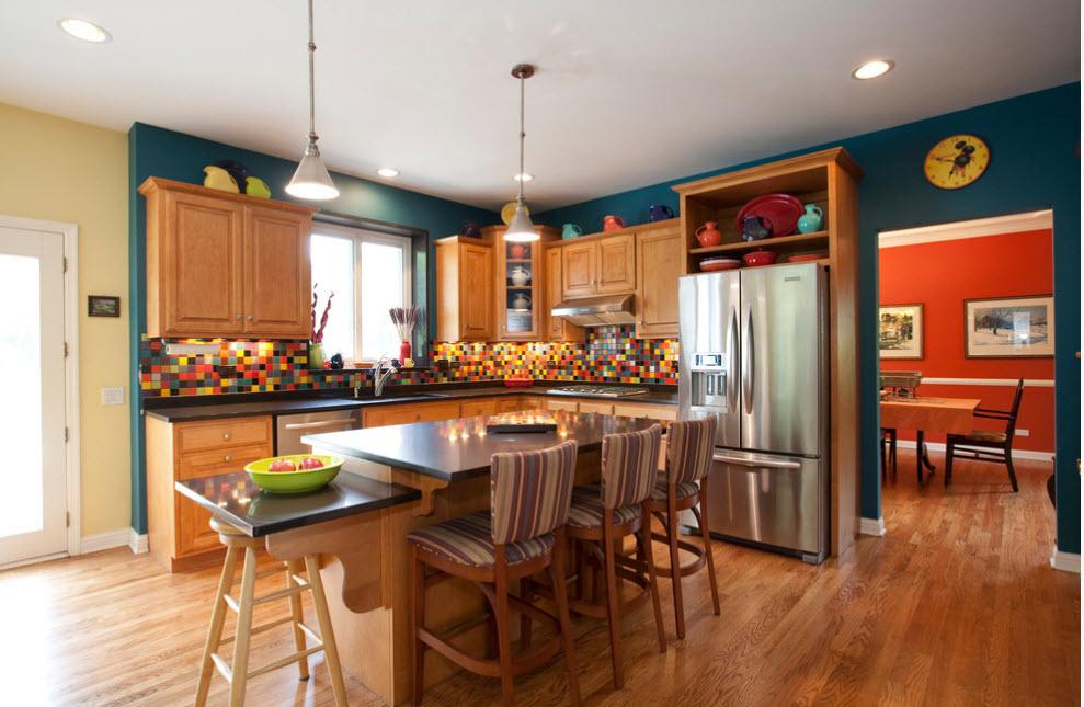Яркое кухонное помещение