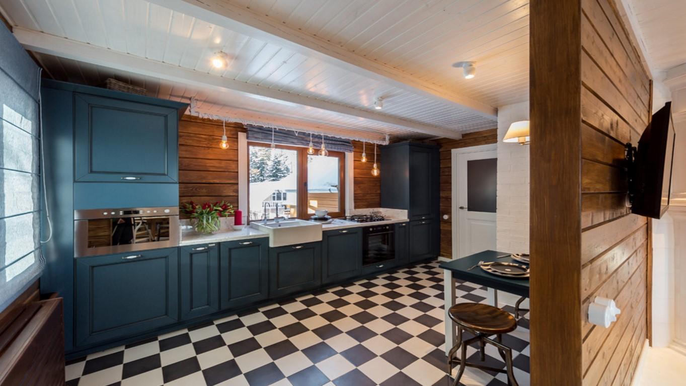 шахматный пол на кухне