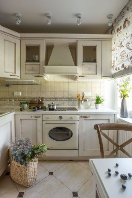 аккуратная белая кухня