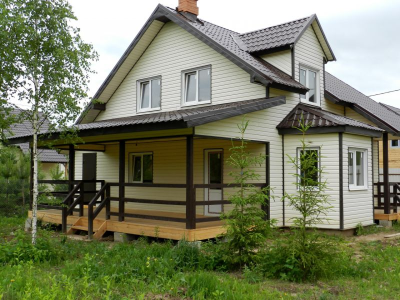 двухэтажный дачный домик