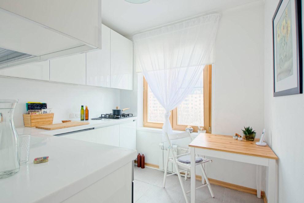 миниатюрная белоснежная кухня