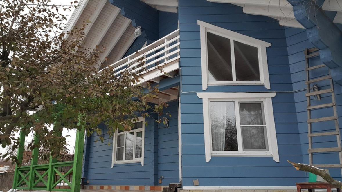 синий дачный дом