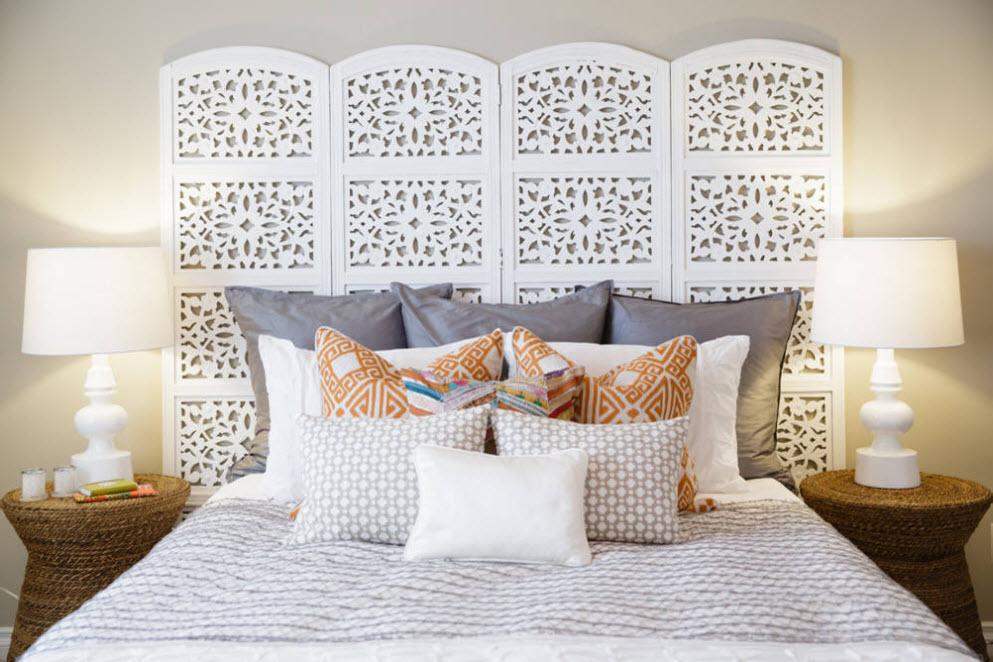 ажурная белая у изголовья кровати