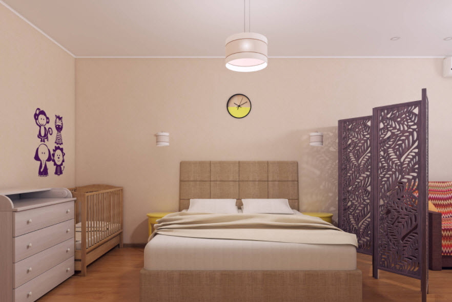 фиолетовая возле кровати